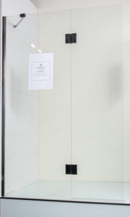 Frameless Swing Bath Screens