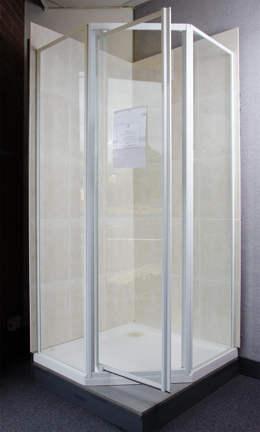 Framed corner screen